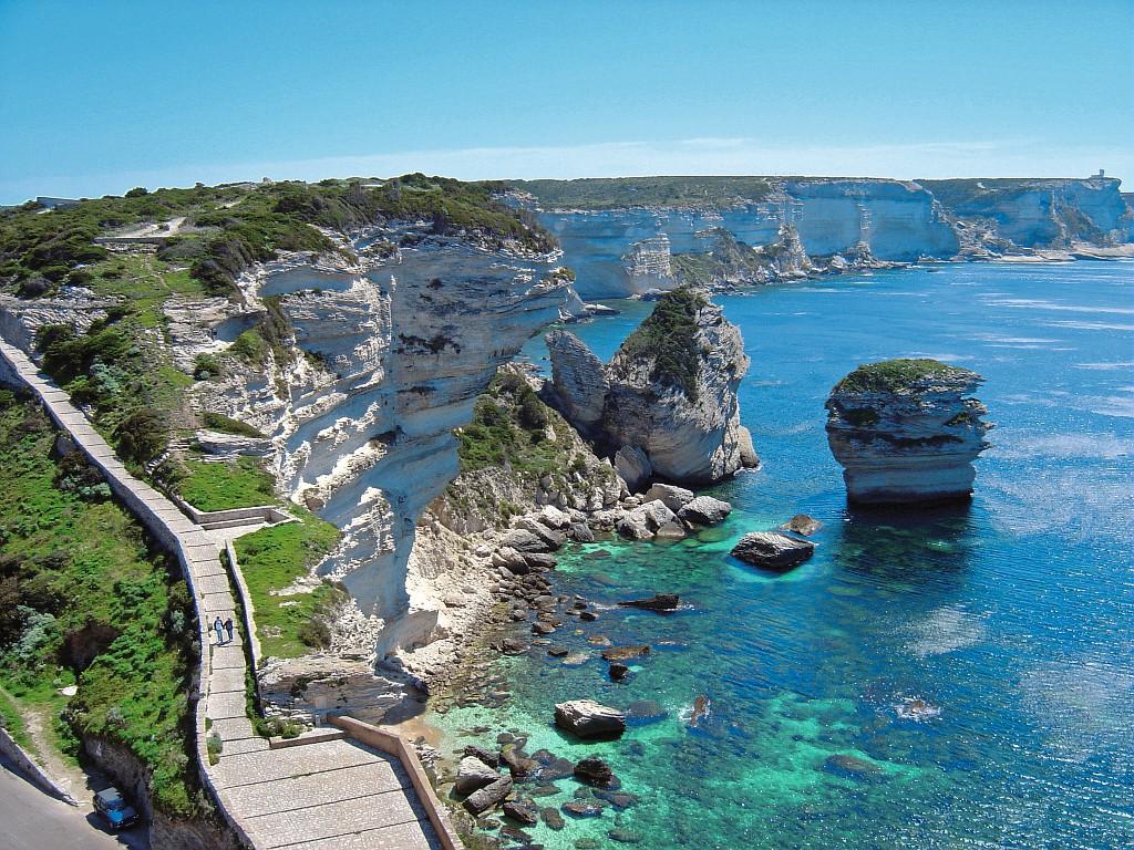 Visiter la Corse à bord d'un yacht