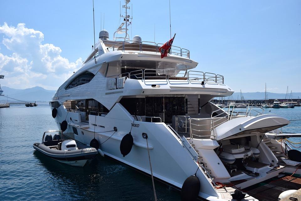 Comment profiter pleinement de son voyage en yacht de luxe ?