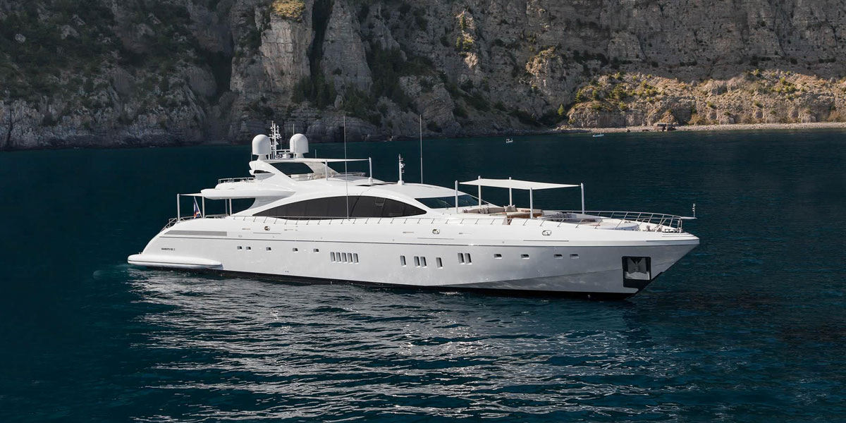 Optez pour la location d'un yacht à quai à Cannes