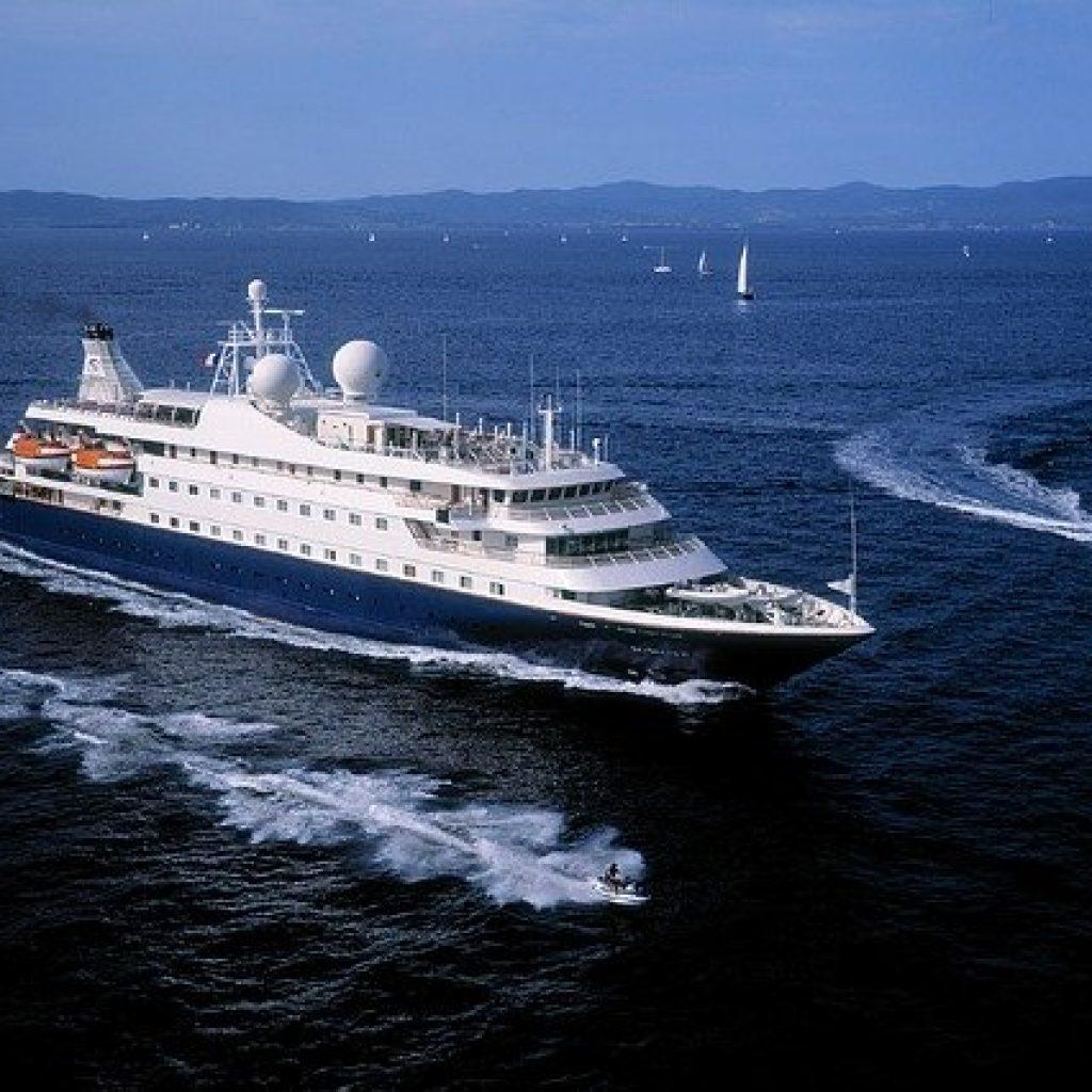 Croisière en yacht - pourquoi choisir ce mode de voyage pour votre lune de miel